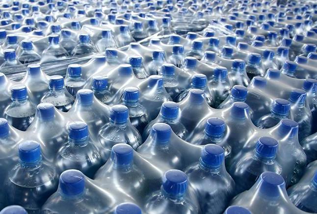 بيش از 39 هزار بطري آب بستهبندي از بوشهر به مناطق زلزلهزده كرمانشاه ارسال شد